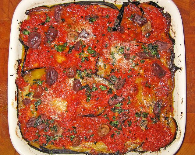 Dania kuchni włoskiej i także krajowe mięso sezonowane